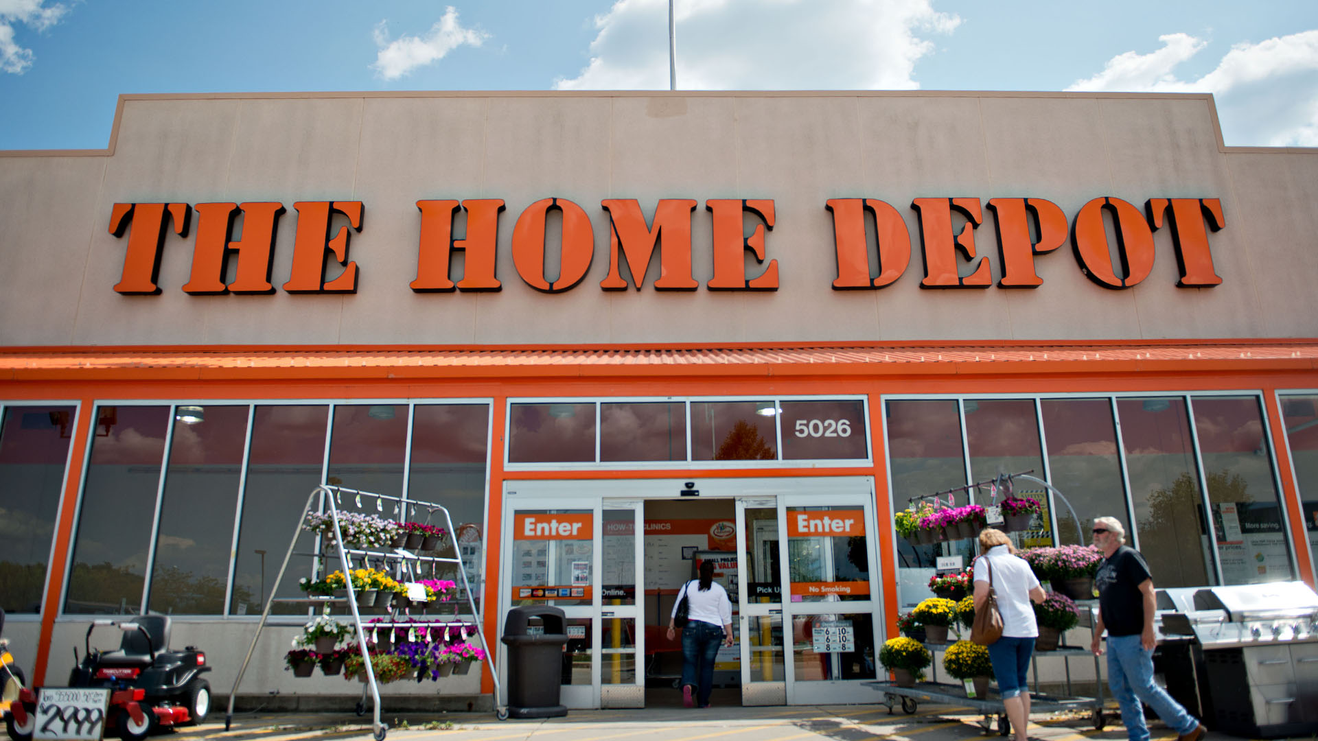 home depot has 93 increase in profit from latest quarter ticker report